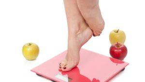 Billede viser en kvindes fødder på en vægt - fra Berit Gammelby